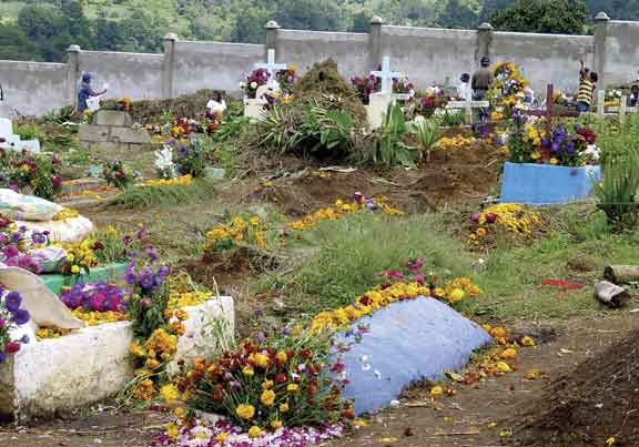 Cemetery in Guatemala (photo: smith&riegel/www.atitlan.net)