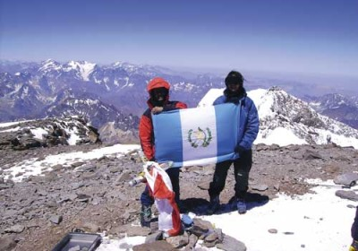 Vinicio and Manuel Álvarez fly Guatemala's colors on the summit of Monte Aconcagua