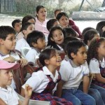 Pancho Toralla and Tonibelle entertain the schoolchildren at an El Teatro Escolar en Antigua event