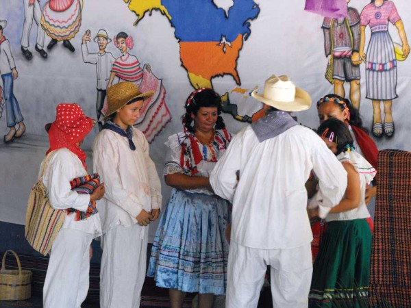 Dance group dressed in Ch'orti' traje (photo: Hugo Peña Montes Ramirez)