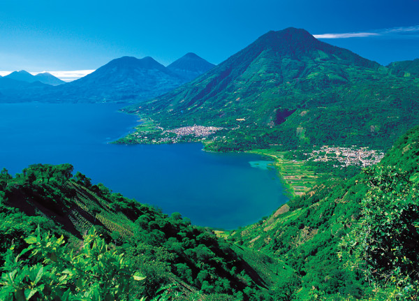 Lake Atitlán in green and blue  (Thor Janson/www.bushmanollie.com)