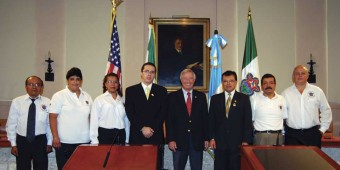 Coral Gables Mayor Don Slesnick welcomes delegation from La Antigua