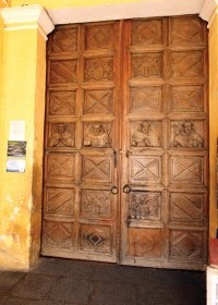 Entrance to La Merced Monastery, one of the few original doors of Antigua  (César Tián / www.revue.gt)
