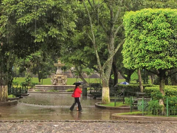 Central Park of Antigua Guatemala (image by photos.rudygiron.com)
