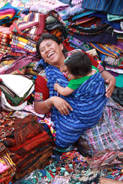 1st place Prize: Certificate for Q300 at El Sereno theme: Mothers and Children title: El amor puro y sin límites place: La Antigua photographer: Sheryl Depker