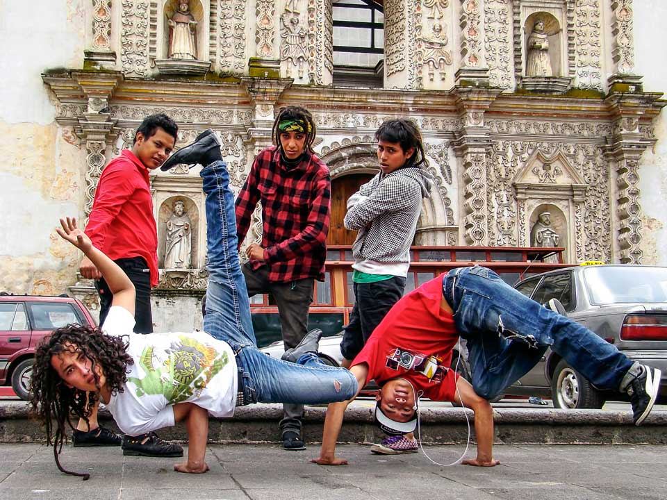 "1st Place: ""Break Dance en Xela"" by Carlos Gramajo Prize: Q200."