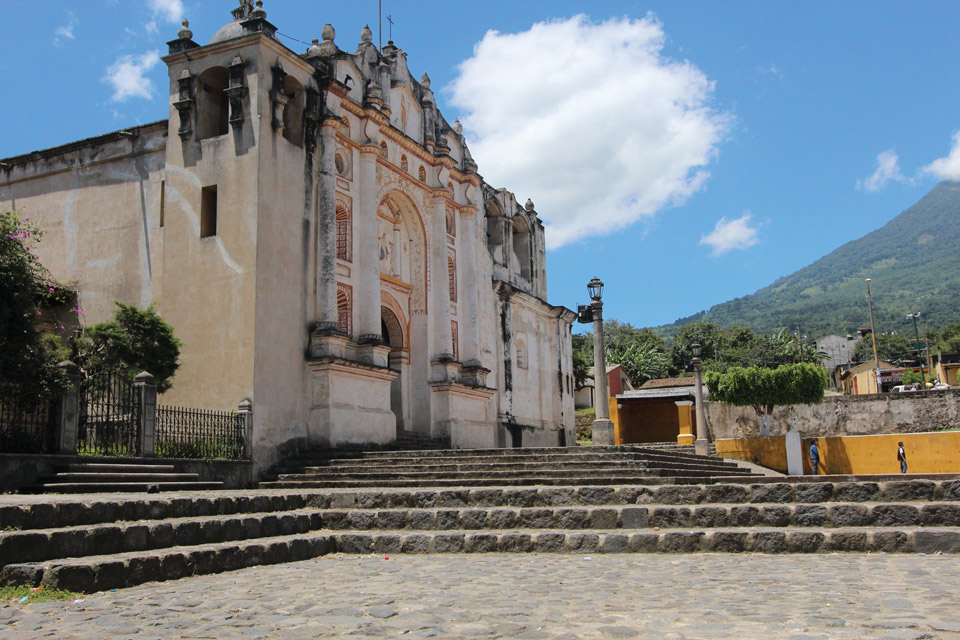 The church alongside the palace is one of the best examples of colonial architecture in Guatemala and the colonial art inside is fabulous. (photo: Cesár Tián)