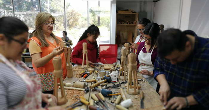 Workshop Sculpting a Religious Image Colonial Style