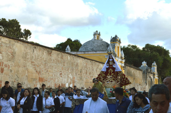"""Virgen de la O"" Procession on Christmas Day"